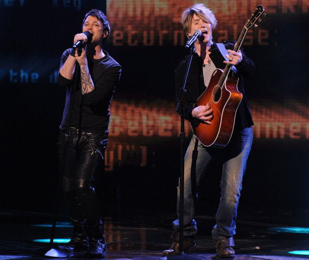 Jeff Gutt performs with Johnny Rzeznik on The X Factor USA final