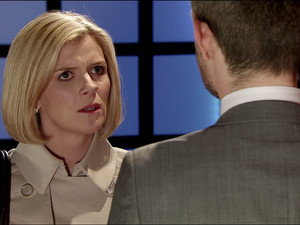 Leanne suggests she and Nick split up.