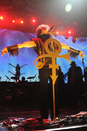 Prince performing at the Mohegan Sun Casino