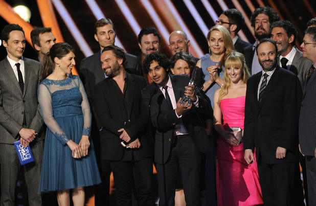 "The cast and crew of ""The Big Bang Theory"" accepts the award for favorite network TV comedy at the 40th annual People's Choice Awards"