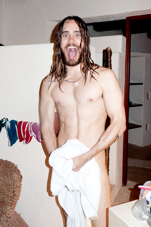Jared Leto, Terry Richardson : caption Jared in the bathroom #4