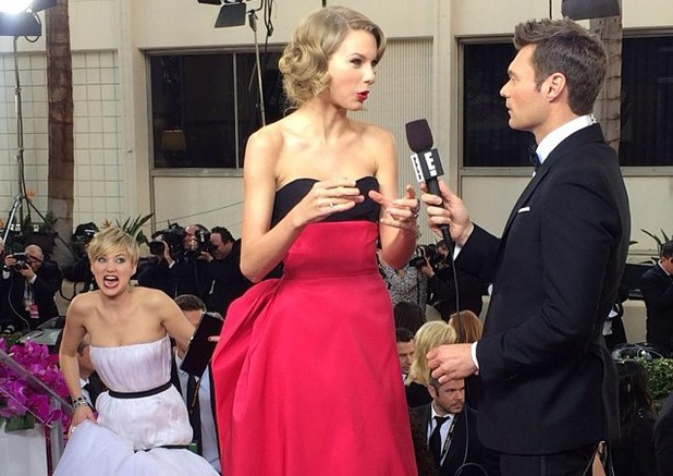 Jennifer Lawrence photobombs Taylor Swift at the Golden Globe Awards 2014