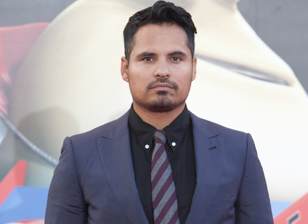 http://i1.cdnds.net/14/03/618x450/movies-michael-pena.jpg