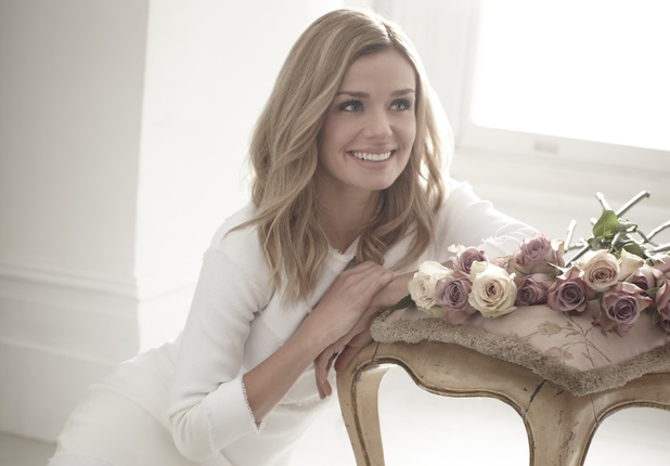 Katherine Jenkins signs for Decca