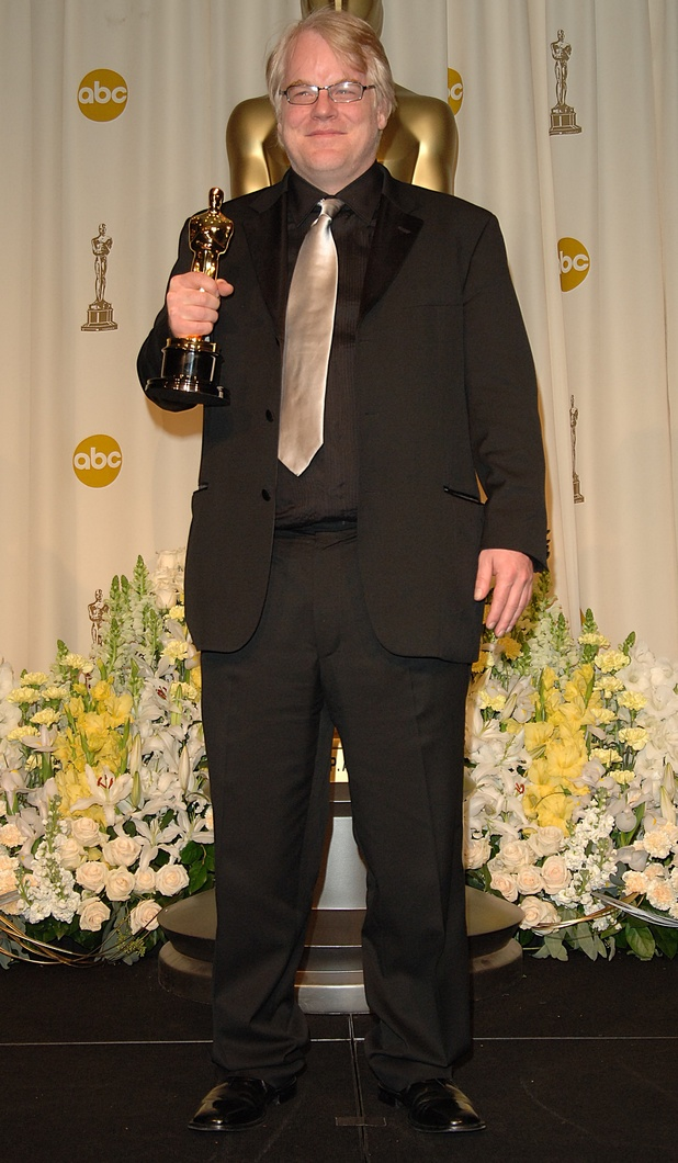 Philip Seymour Hoffman with the award for Best Performance by an Actor in a Leading Role for Capote