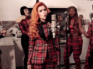 Paloma Faith 'Can't Rely On You' kitchen session.