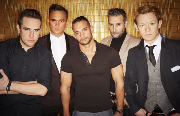 The Big Reunion's supergroup 5th Story pose together