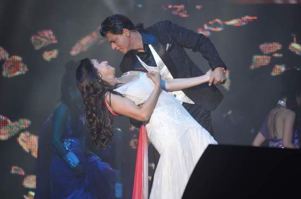 Shah Rukh Khan performing during the Temptations Reloaded Tour 2014