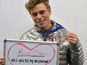 Miley flirts with Olympic skier on Twitter