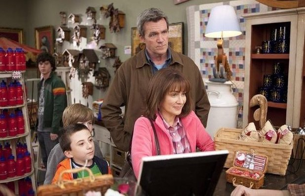 Patricia Heaton, Neil Flynn, Nick Shafer and Atticus Shaffer in The Middle