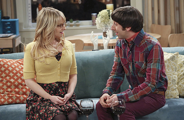 Simon Helberg as Howard & Melissa Rauch as Bernadette in The Big Bang Theory: 'The Table Polarization'