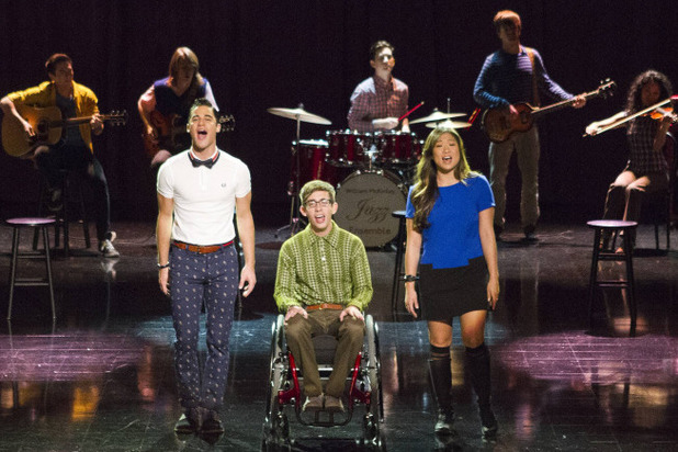 Darren Criss as Blaine, Kevin McHale as Artie an Jenna Ushkowitz as Tina in Glee S05E09: 'Frenemies'