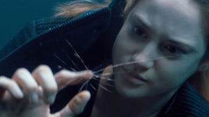 Divergent preview clip: Tris faces fear of drowing