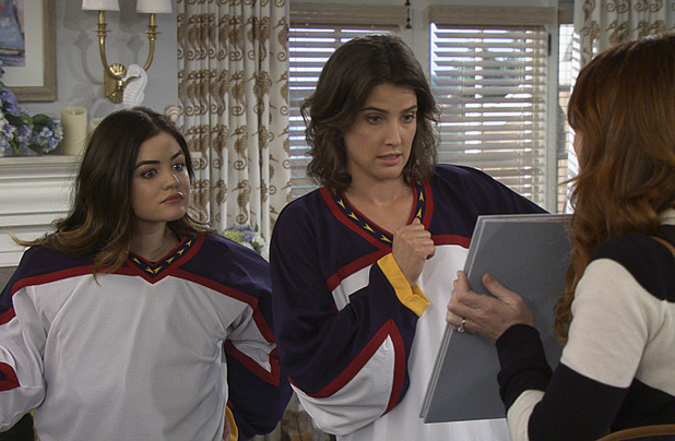 Lucy Hale as Katie, Cobie Smulders as Robin in How I Met Your Mother: 'Vesuvius'