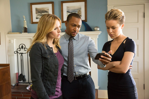 Kristen Bell as Veronica, Percy Daggs III as Wallace and Tina Majorino as Mac in Veronica Mars