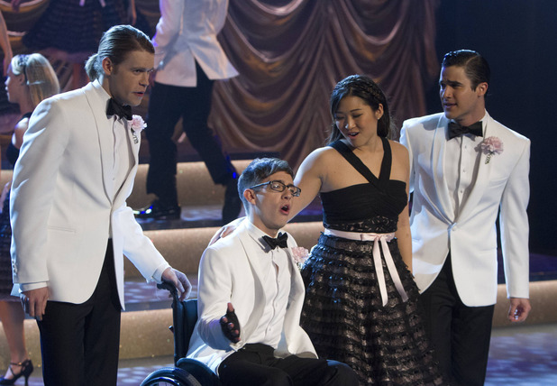 Sam (Chord Overstreet), Artie (Kevin McHale), Tina (Jenna Ushkowitz) and Blaine (Darren Criss) in Glee S05E11: 'City of Angels'