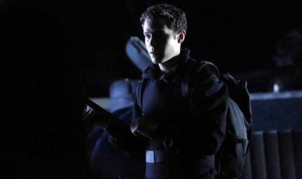 Iain De Caestecker in Marvel's Agents of S.H.I.E.L.D S01E16: 'End Of The Beginning'