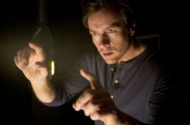 Toby Stephens as Vincent in The Machine