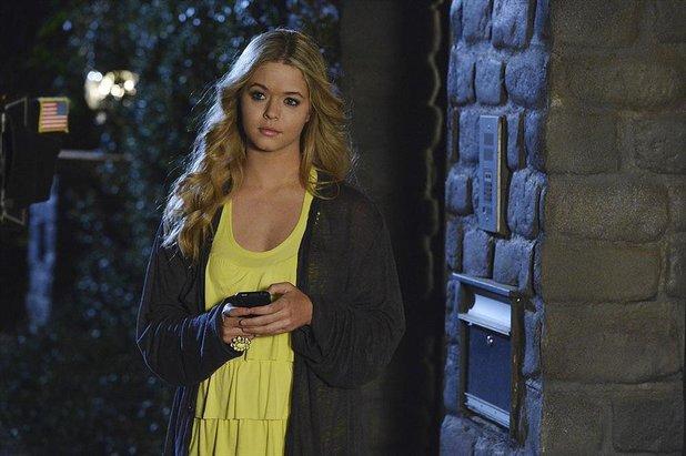 Pretty Little Liars: Alison (Sasha Pieterse)