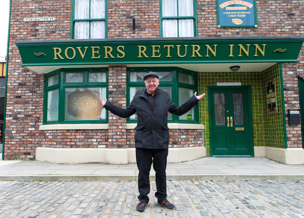 Les Dennis on set at Coronation Street