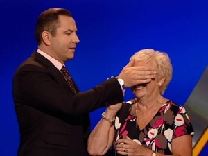 David Walliams covers his mother's eyes on Catchphrase