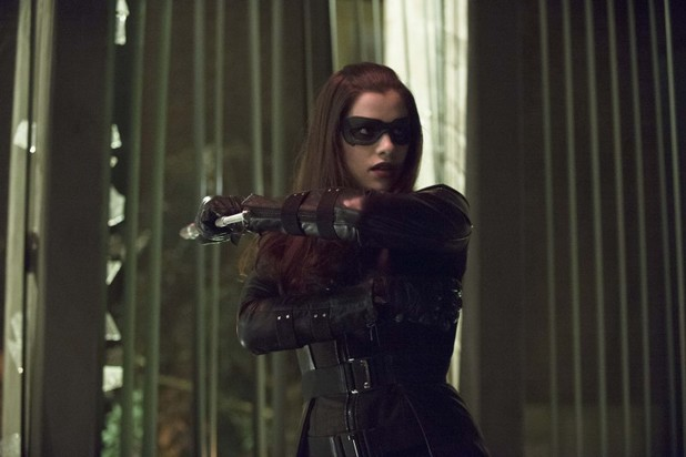 Jessica De Gouw as Huntress in 'Arrow' S02E17: 'Birds of Prey