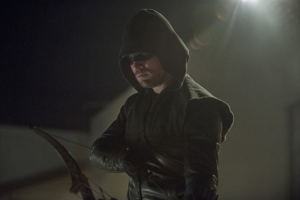 Stephen Amell as The Arrow in 'Arrow' S02E17: 'Birds of Prey