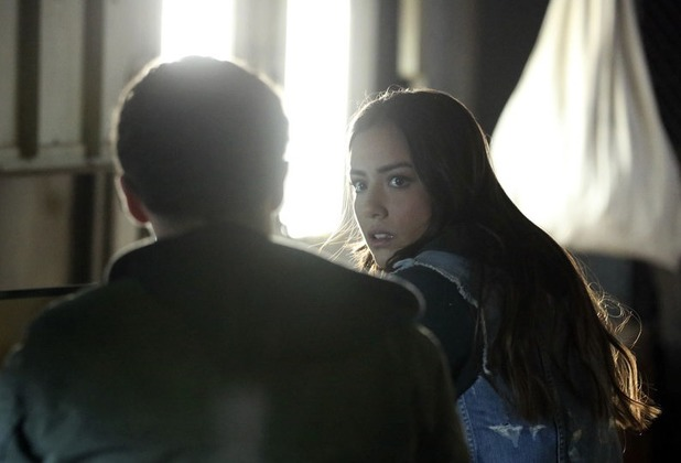 Iain De Caestecker and Chloe Bennet in Marvel's Agents of S.H.I.E.L.D S01E13: 'T.R.A.C.K.S.'