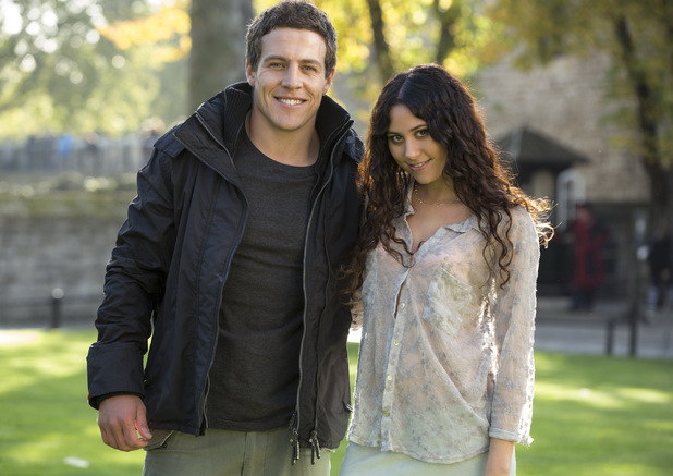 Eliza DooLittle guest stars on Home and Away