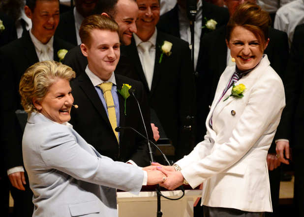 Sandi Toksvig and Debbie Toksvig renew vows