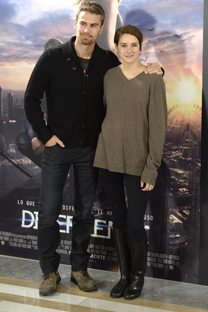 MADRID, SPAIN - APRIL 03: Actress Shailene Woodley, Theo James attends 'Divergent' photocall at Villa Magna hotel on April 3, 2014 in Madrid, Spain. Photo by Fotonoticias/WireImage)