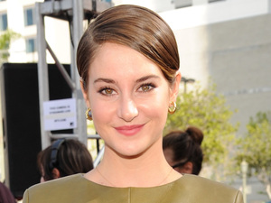 Shailene Woodley arrives for the MTV Movie Awards 2014