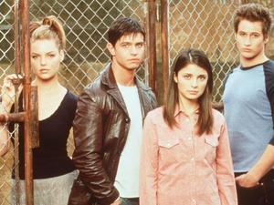 Roswell starring Katherine Meigl, Jason Behr, Shiri Appleby, and Brendan Fehr