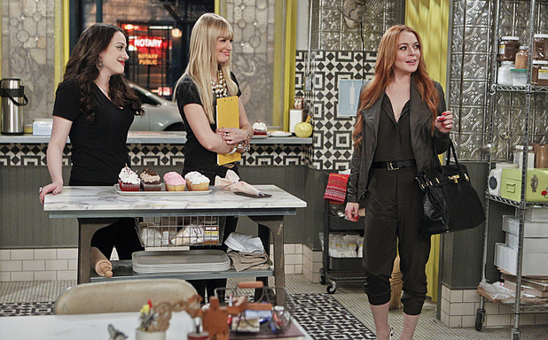 Lindsay Lohan guest stars in 2 Broke Girls