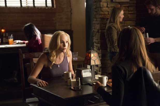 Candice Accola as Caroline and Nina Dobrev as Elena in The Vampire Diaries S05E18: 'Resident Evil'