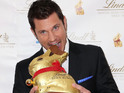 Pretty popstar Nick Lachey has a nibble on a Lindt bunny in this holiday post.