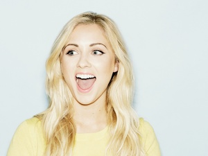Alexa Goddard press shot 2014.