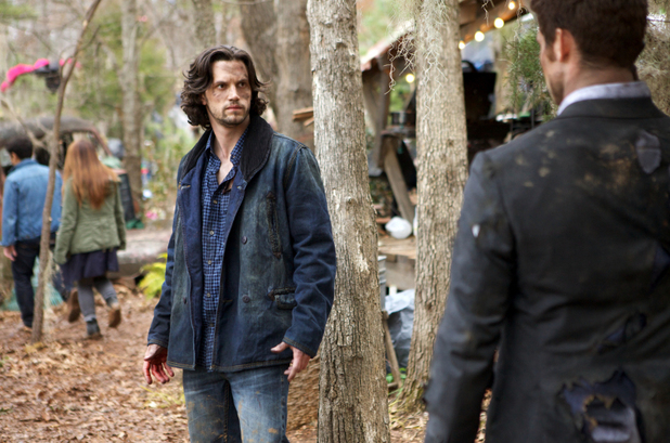 Nathan Parsons as Jackson and Daniel Gillies as Elijah in The Originals S01E19: 'An Unblinking Death'