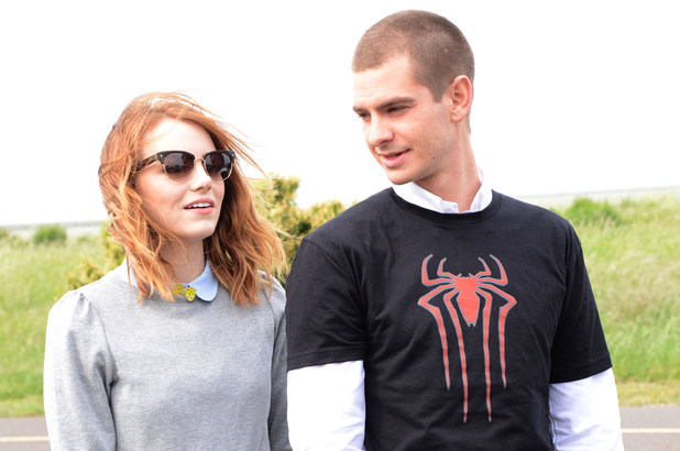 Emma Stone and Andrew Garfield poses with kid volunteers in a 'Be Amazing' volunteer habitat restoration project