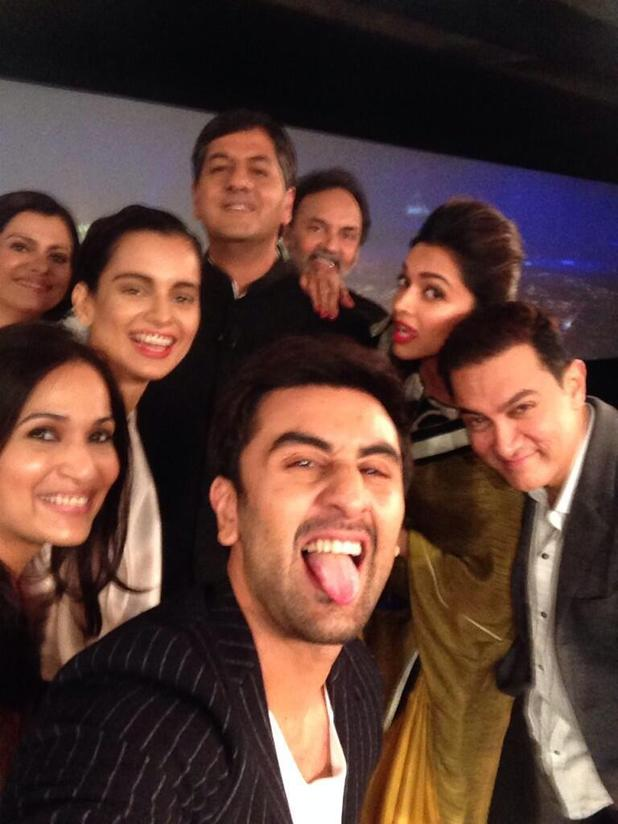 NDTV Indian of the Year Awards selfie - Ranbir Kapoor, Deepika Padukone, Kangana Ranaut, Soundarya Rajinikanth, Aamir Khan