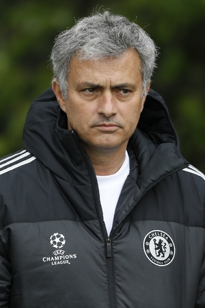 http://i1.cdnds.net/14/19/300x450/showbiz-jose-mourinho.jpg