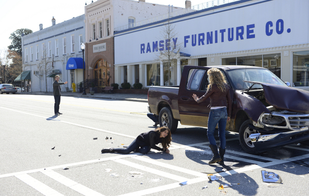 Chris Brochu as Luke, Nina Dobrev as Elena and Penelope Mitchell as Liv in The Vampire Diaries S05E21: 'Promised Land'