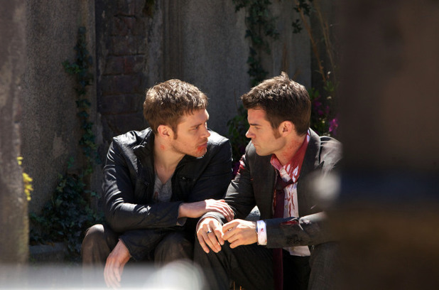 Joseph Morgan as Klaus and Daniel Gillies as Elijah in The Originals S01E22: 'From A Cradle to a Grave'