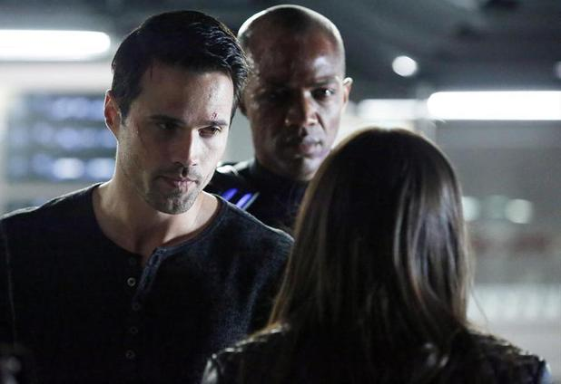 Brett Dalton, J. August Richards & Chloe Bennet in Marvel's Agents of SHIELD: 'Nothing Personal'
