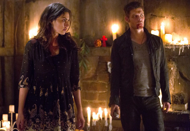 Phoebe Tonkin as Hayley and Joseph Morgan as Klaus in The Originals S01E22: 'From A Cradle to a Grave'