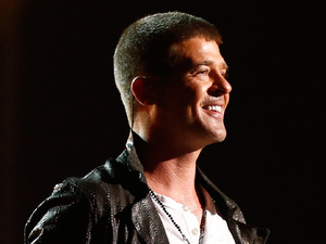 Robin Thicke performs at the 2014 Billboard Music Awards
