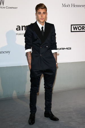CAP D'ANTIBES, FRANCE - MAY 22: Justin Bieber attends amfAR's 21st Cinema Against AIDS Gala Presented By WORLDVIEW, BOLD FILMS, And BVLGARI at Hotel du Cap-Eden-Roc on May 22, 2014 in Cap d'Antibes, France. (Photo by Vittorio Zunino Celotto/Getty Images)