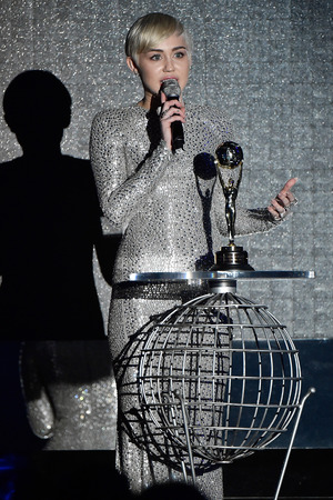MONTE-CARLO, MONACO - MAY 27: Miley Cyrus receives a award during the ceremony of the World Music Awards 2014 at Sporting Monte-Carlo on May 27, 2014 in Monte-Carlo, Monaco. (Photo by Pascal Le Segretain/Getty Images)