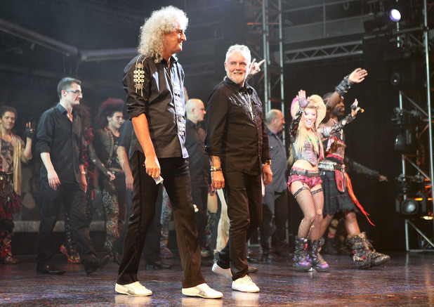 "Roger Taylor and Brian May ""We Will Rock You"" - Final Performance At The Dominion"