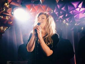 Ella Henderson performs 'Ghost'.